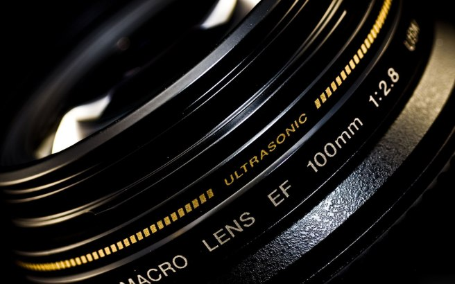 Canon_Autofocus_lens_for_macro_photography